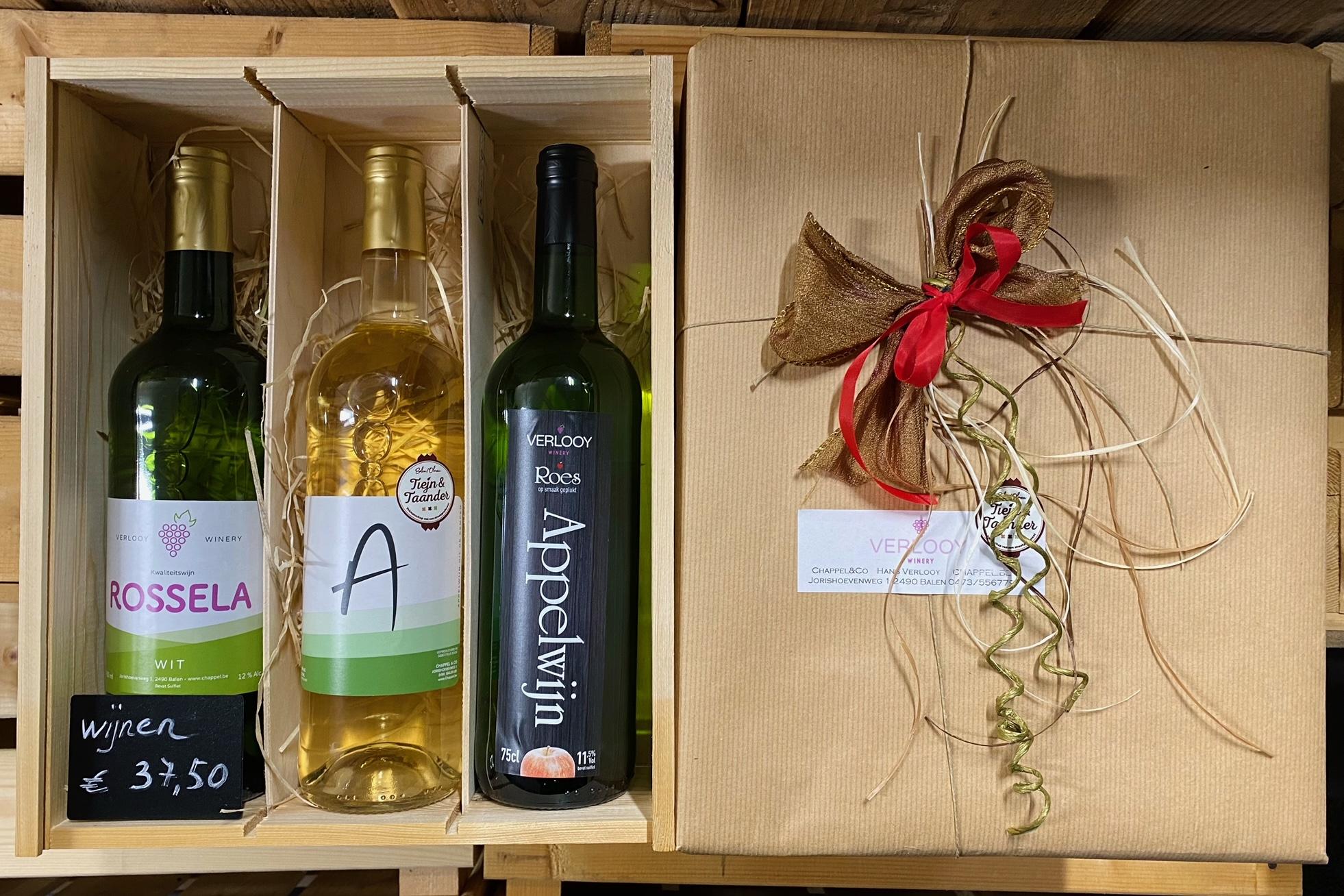 Wijnpakket in houten kistje ; 2x Appelwijn, 1x Rossela Auxerrois/Chardonnay. (37.50 EUR)